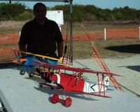 Name: Carlos_and_his_bi-plane_fleet.jpg Views: 307 Size: 101.3 KB Description: Post Landing debrief!
