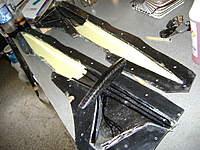 Name: DSC00428.jpg Views: 251 Size: 57.9 KB Description: en primer plano la cabina desmoldada, y  los recortes de kevlar y fibra de carbono en la zona de la cola...