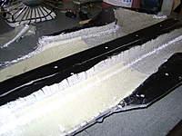 Name: DSC00431.jpg Views: 246 Size: 48.3 KB Description: Vista para destacar la fibra sobrante para su unión por wet seam, nótese que en el timón no hay fibra de vidrio excedente pues alli va resina con micro balón, mas el refuerzo de fibra de carbono.