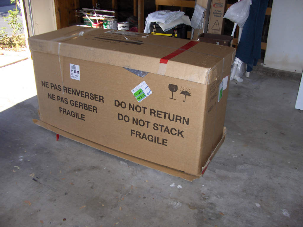 Name: HPIM2054.jpg Views: 688 Size: 77.4 KB Description: The box it arrived in...