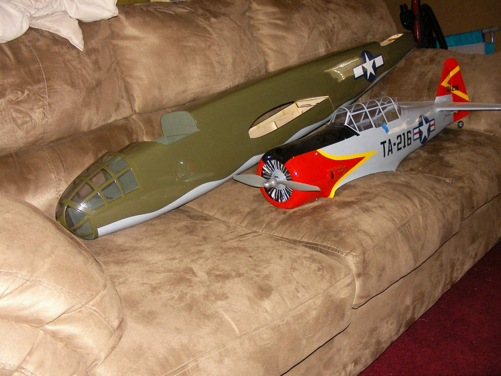 Name: SANY2412.jpg Views: 418 Size: 86.8 KB Description: Just a quick size comparison pic. H9 B-25 and E-Flite AT-6