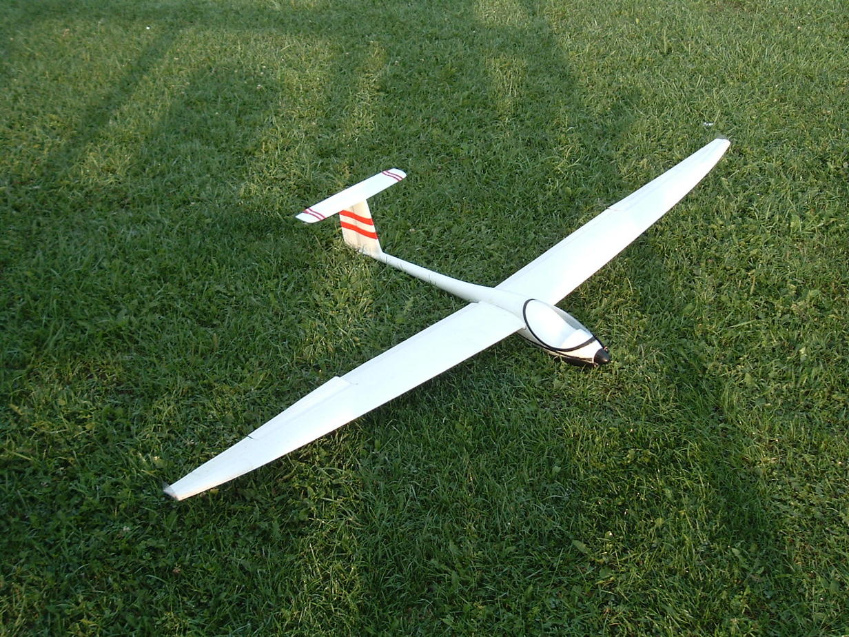 Name: DSCF1760.jpg Views: 178 Size: 297.0 KB Description: original wing. area added at trailing edge; dihedral too. stability improved a little.