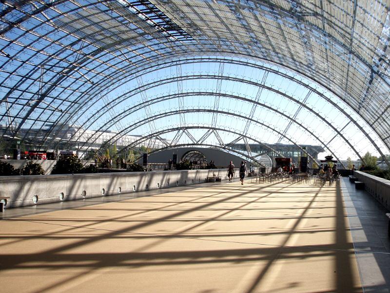 Name: 001.jpg Views: 959 Size: 154.3 KB Description: Glas pavillion between exhibition halls.