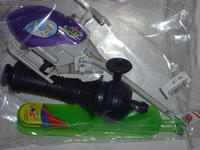 Name: DSCI0156.jpg Views: 85 Size: 75.5 KB Description: What you get for 1 Euro: a rubber-band helicopter and 3 blades.