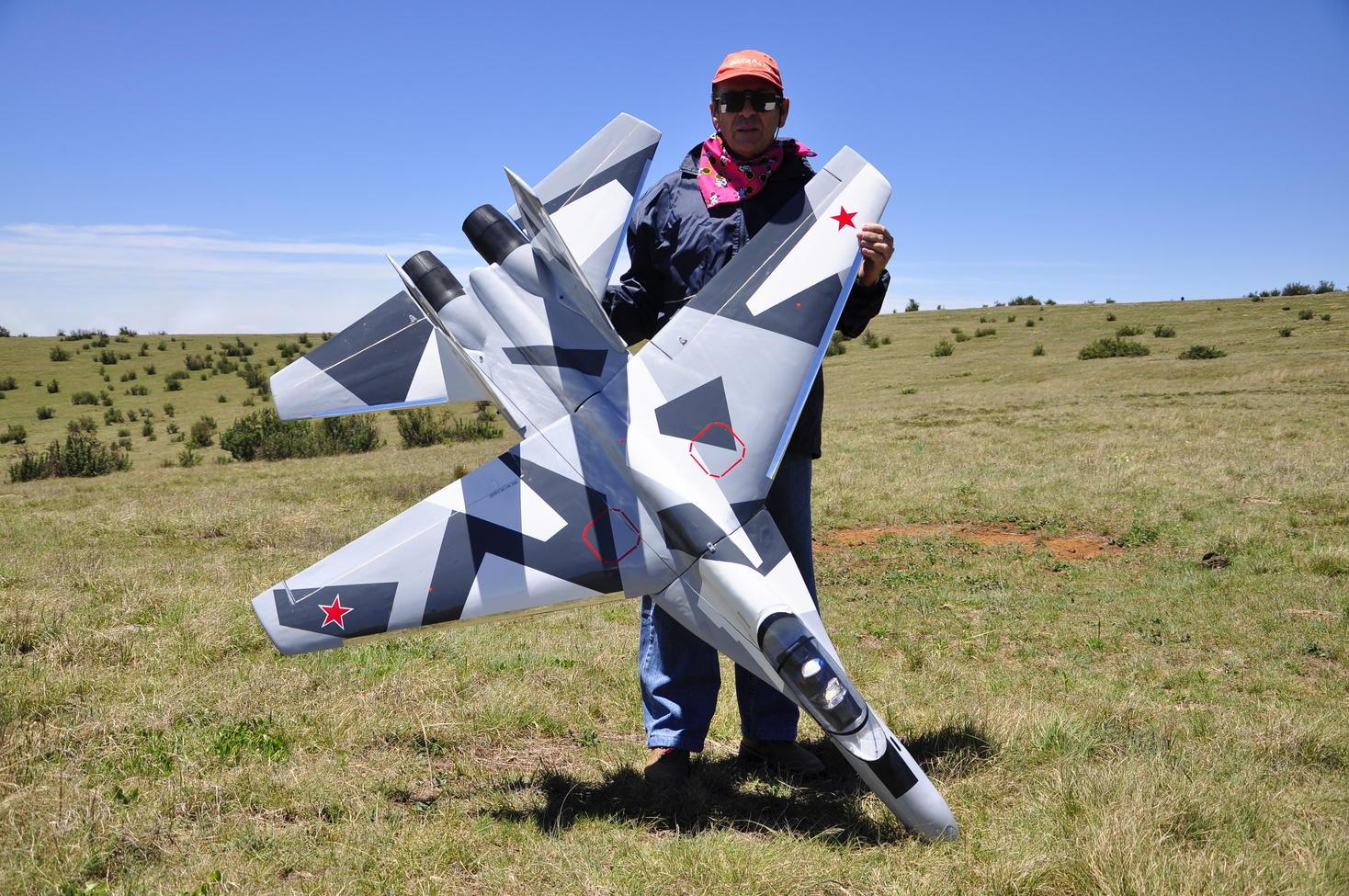 Name: PSSFESTVOLKSRUST2011 041.jpg Views: 356 Size: 302.7 KB Description: SU-35 Super Flanker wing  aspect ratio 1:2 span 1.7mtr