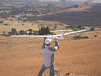 Name: SAM_3254.jpg Views: 107 Size: 141.4 KB Description: Neil about to release his ASW19 which flies with ease even in light conditions.
