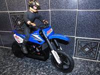 Name: M5sml.jpg Views: 371 Size: 133.9 KB Description: M5 with test rider