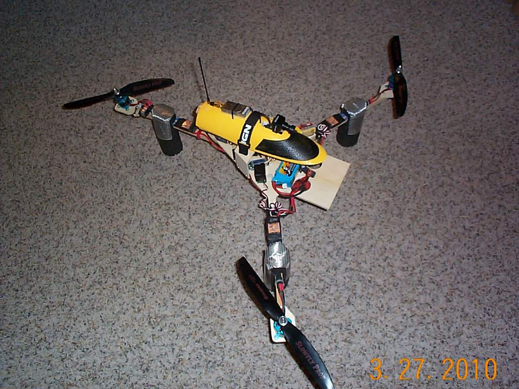 Name: DCP02066.jpg Views: 402 Size: 123.7 KB Description: Fun Jet FPV canopy on the Tri Copter
