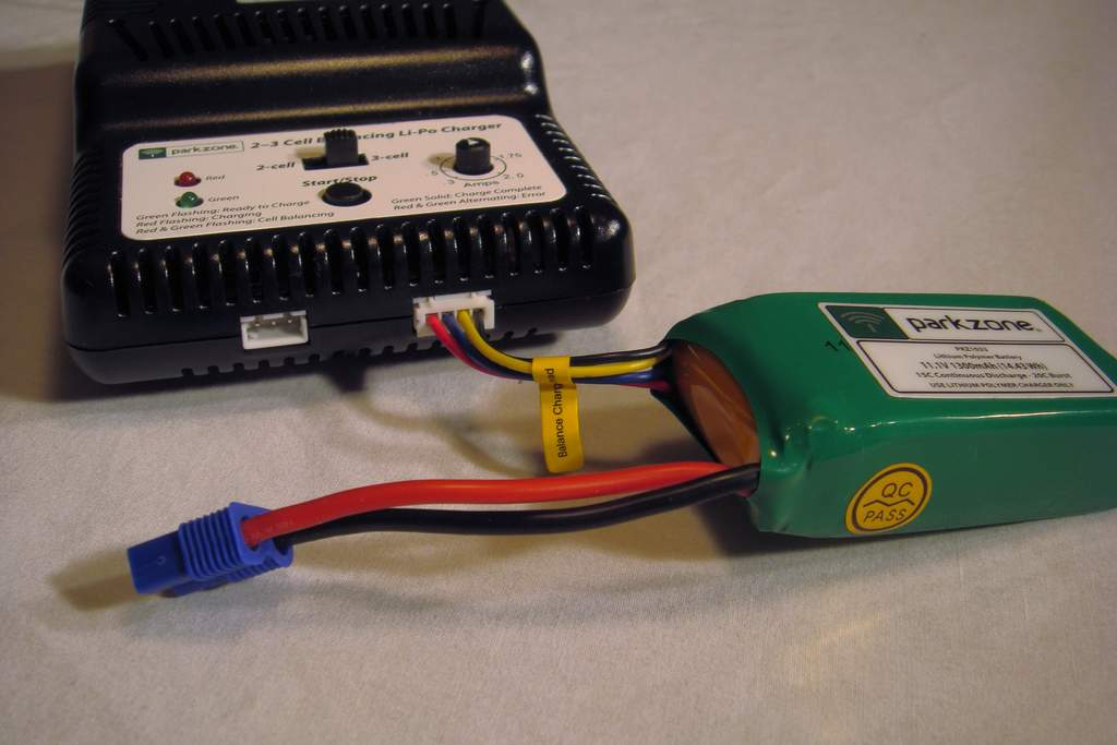 Name: DSC03040.jpg Views: 782 Size: 54.6 KB Description: Battery connected to charging port.