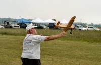 Name: DSC_0316 es.jpg Views: 91 Size: 94.5 KB Description: Joe Wagner launching his Dakota.  He designed this plane for Veco.