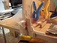 Name: DSC01395.jpg Views: 199 Size: 37.3 KB Description: Jig to hold planks at the bow frame while epoxy sets