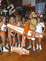 Name: Hooters2.jpg