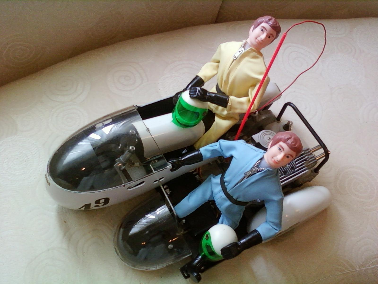 Name: 09100927.jpg Views: 114 Size: 164.1 KB Description: 1973 Kyosho Racing Cycle with Sidecar 750