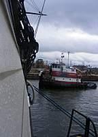 Name: dscf0037.jpg Views: 158 Size: 75.1 KB Description: Tug getting into position
