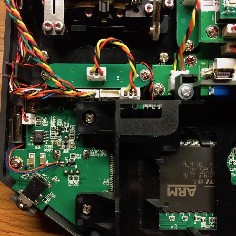 Installation de manches avec bouton poussoir et inter 3 positions sur X10S A10689582-43-mainboard_x10S_2