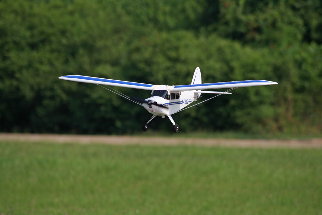 Name: SC-LP-W-Flyby4.jpg Views: 1,268 Size: 70.5 KB Description: Setting up for a nice landing.