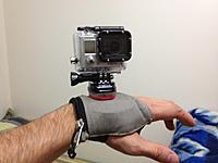 """Name: IMG_1103.jpg Views: 46 Size: 159.1 KB Description: esse é o Hand mount, fiz com um bolso de pochete e coloquei umas tiras com velcro em baixo, dentro tem espuma e um pequeno parafuso 1/4"""" preso em uma chapa de plastico fina."""