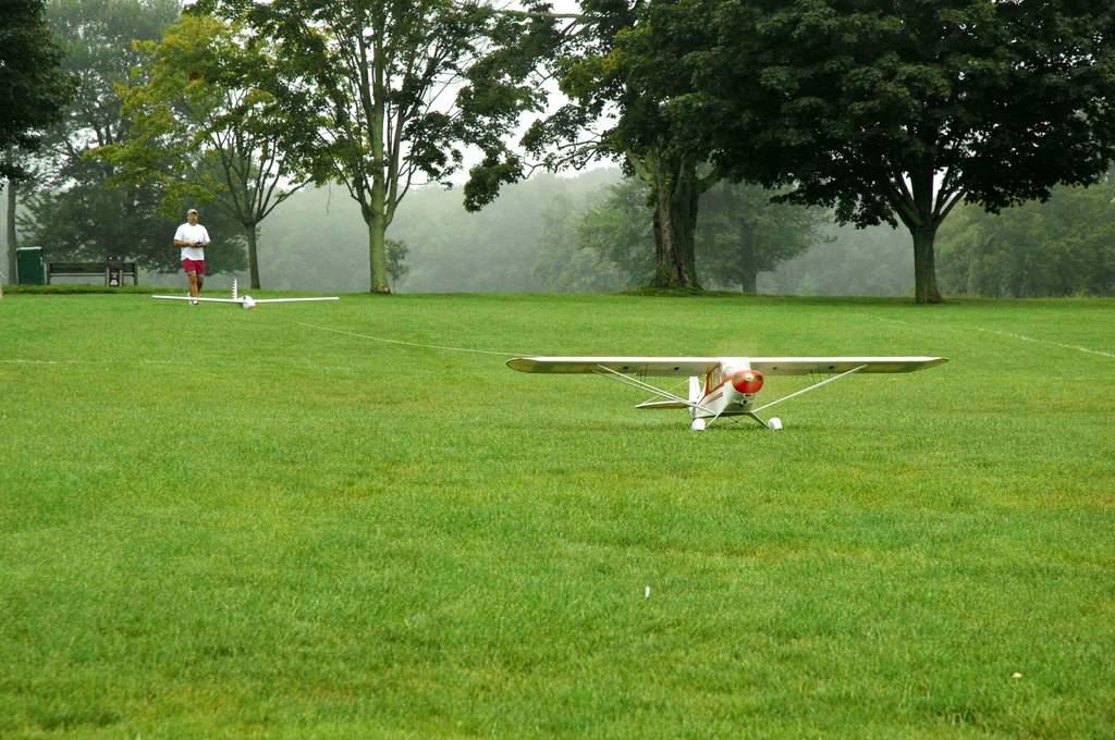 Name: DSC_2952.jpg Views: 565 Size: 114.4 KB Description: The Super Cub ready to do it's duty.  An excellent tow plane.