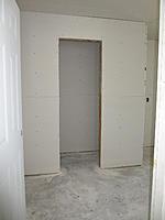 Name: workshop_110412_05.jpg Views: 207 Size: 70.5 KB Description: YarSmytheJr - Workshop bathroom.  Small and effective.