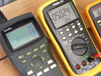 Name: picDSCF0058.jpg Views: 635 Size: 88.4 KB Description: Velleman handheld scope next to the Protek 608 meter