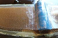 Name: You can see the fine PVC sheet with plasticine to push the honey against the mold.jpg
