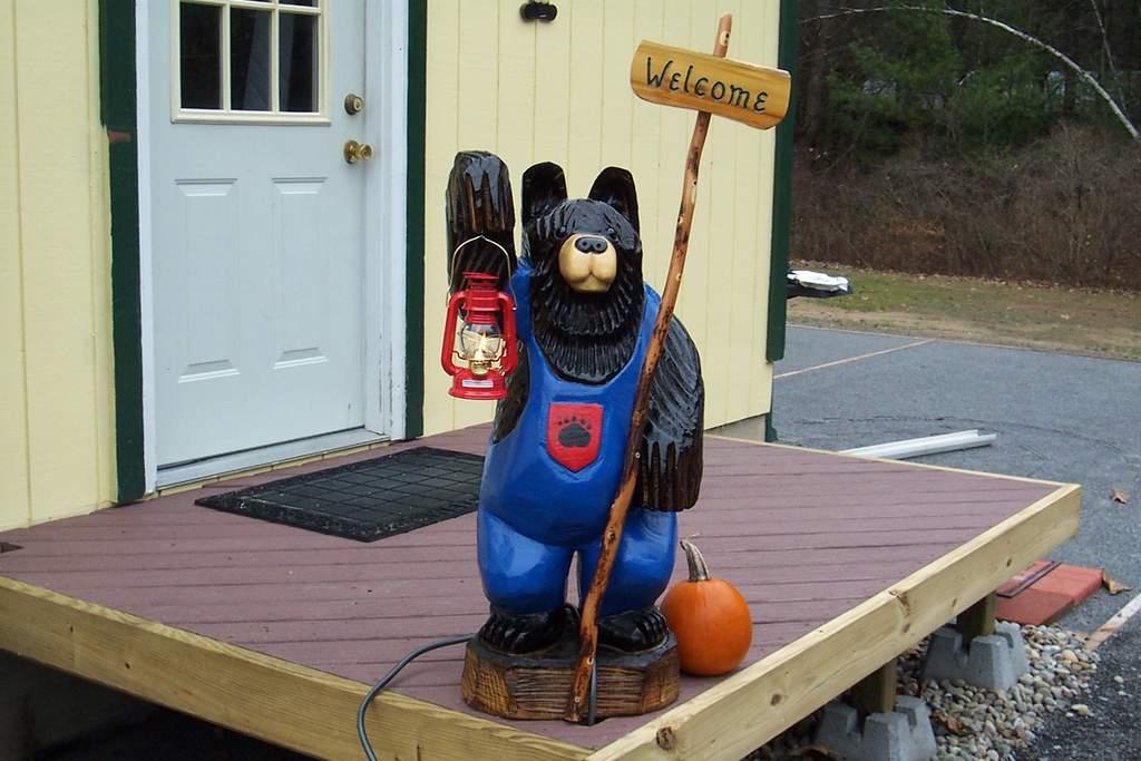 Name: Bernie the bear 006.jpg Views: 453 Size: 81.5 KB Description: Bernie our Adirondack Chainsaw carved bear standing guard.