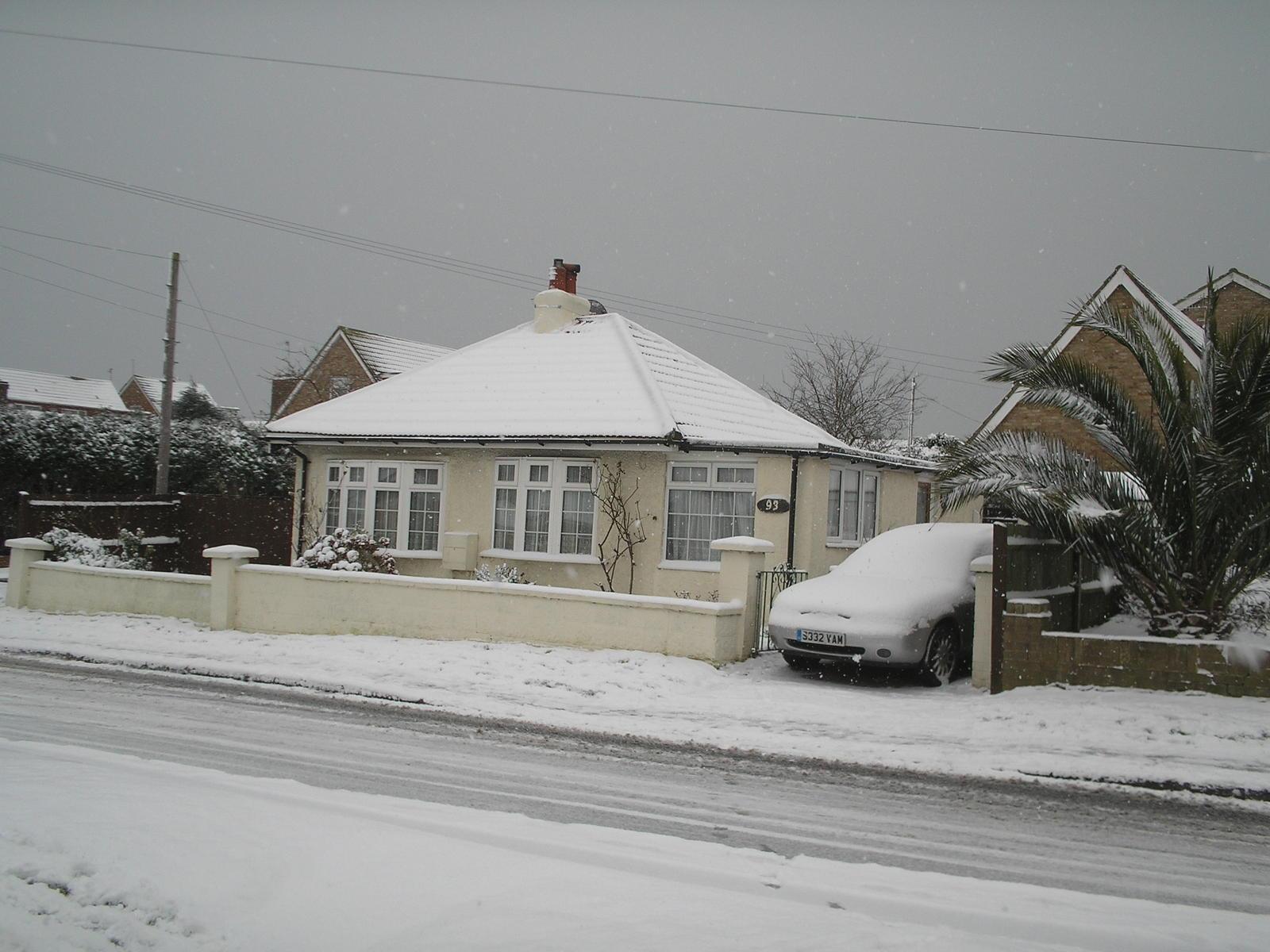 Name: P2020072.jpg Views: 278 Size: 196.5 KB Description: My little Bungalow in the snow