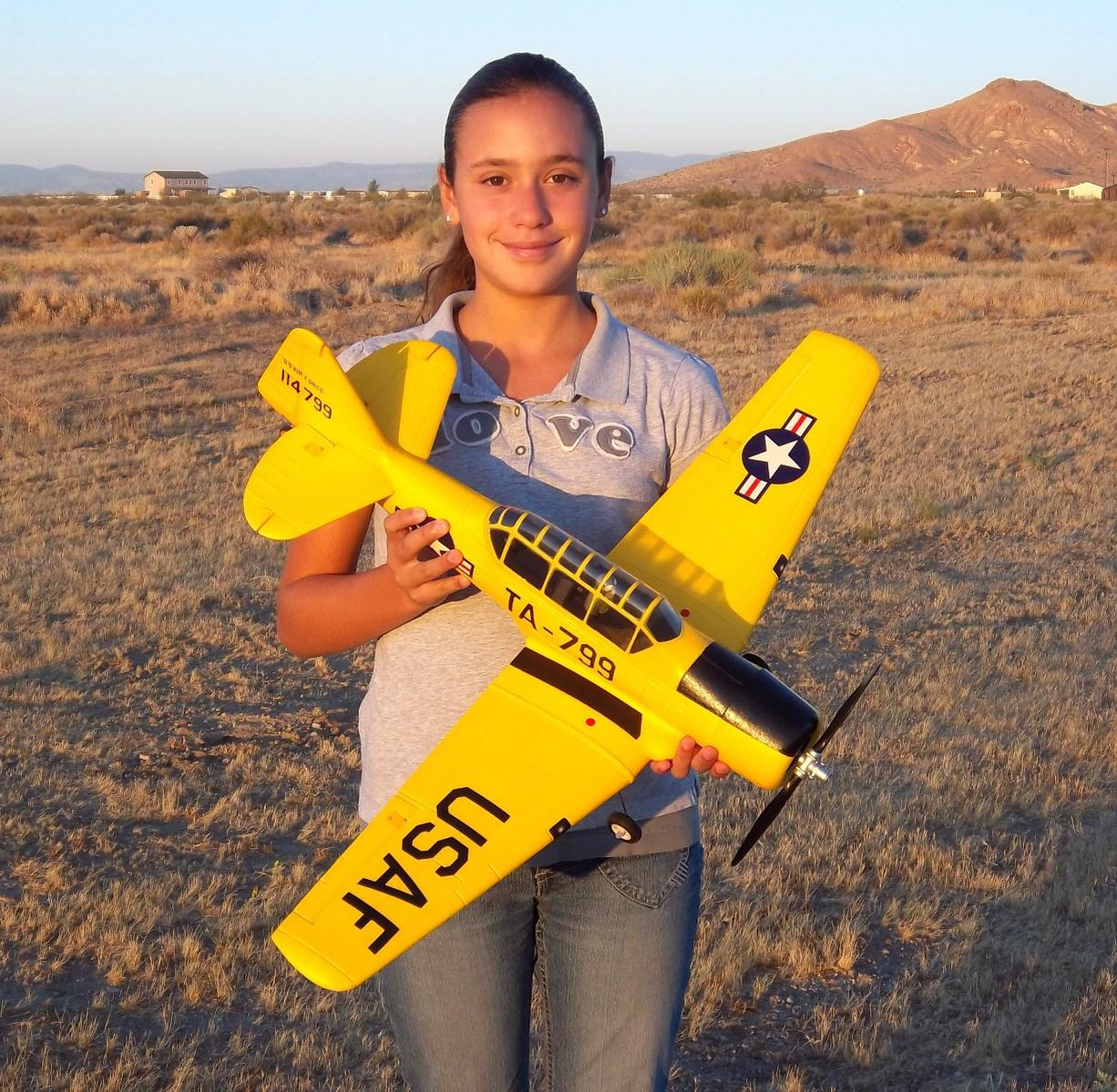 Name: Airfield 800mm AT-6 016.jpg Views: 623 Size: 281.6 KB Description: My daughter Evelyn holding the Airfield 800mm AT-6 Texan
