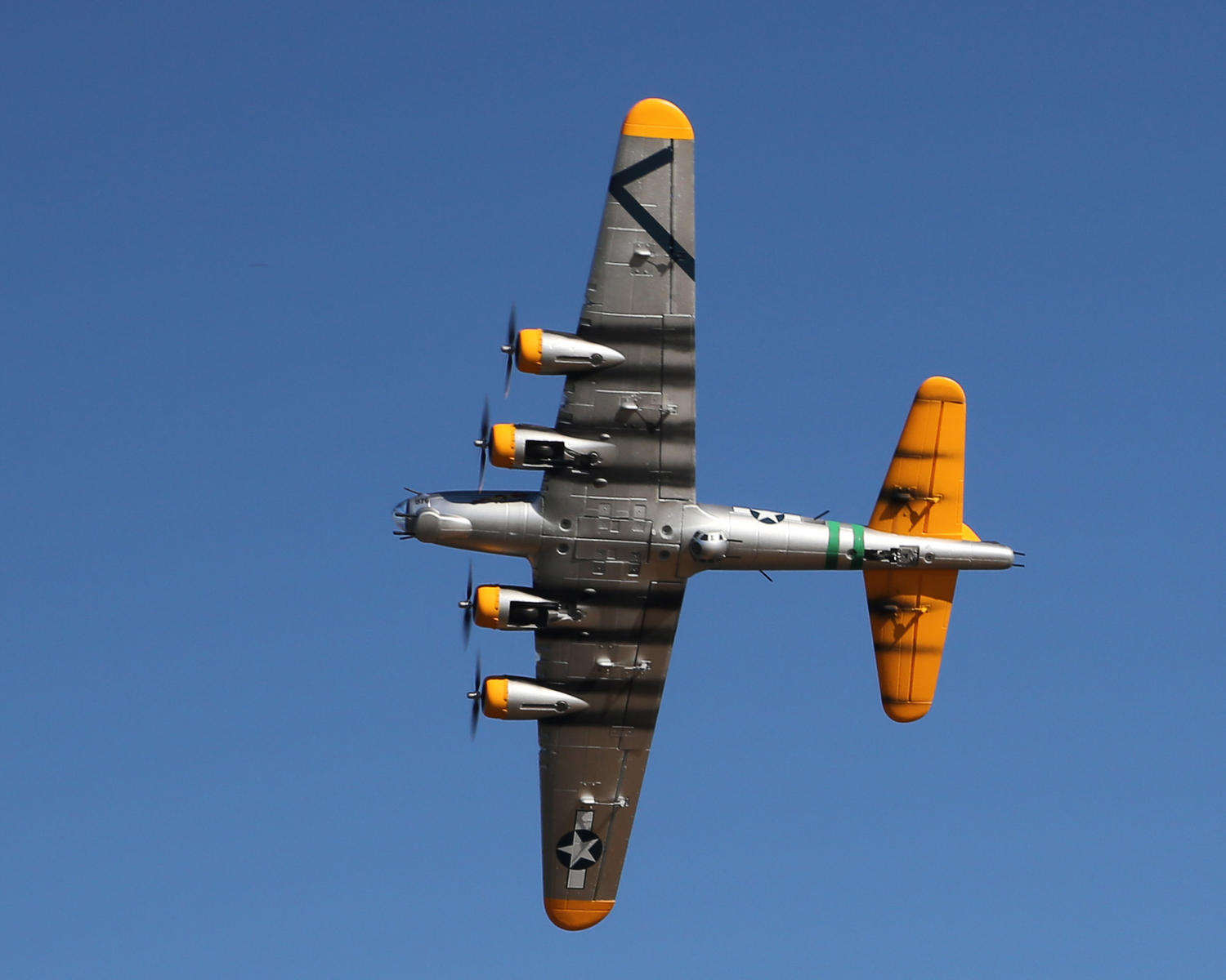 Name: 035A7397-1.jpg Views: 190 Size: 86.7 KB Description: My Starmax B-17 in a low level turn. Photo by Mike.
