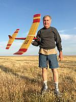 Name: IMG_9325.jpg Views: 64 Size: 290.9 KB Description: Stan Kelley with his 1/2A Sundancer.