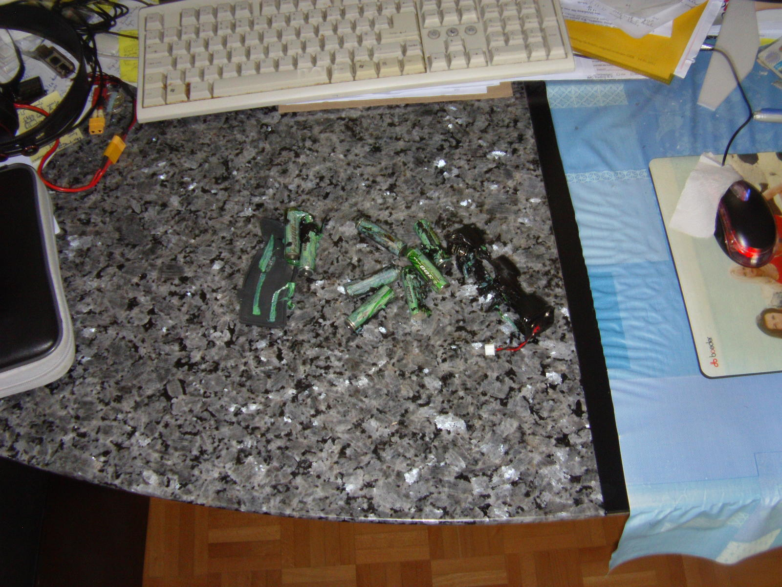 Name: 02_The Melted Batteries, Hatch And Battery Holder.jpg Views: 154 Size: 285.2 KB Description: