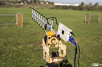 The ReadyMadeRC antenna tracker holds a Yagi from Dragonlink