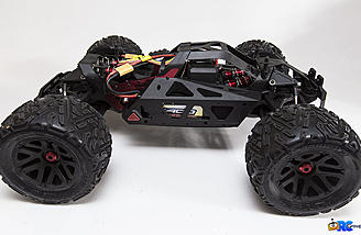 The Nero has an anodized aluminum sub-chassis and an injection molded plastic outer chassis