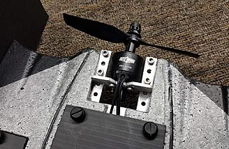 A 2 piece aluminum motor mount is included