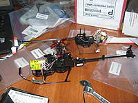 Name: christmas 2009 314.jpg Views: 1016 Size: 98.1 KB Description: landing skids and rotor head attached