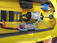 Name: 9-22-12 084.jpg Views: 36 Size: 236.3 KB Description: Under the Ray Delta Force Hatch...nice NUE Motor with New Gen MgM  X series ESC