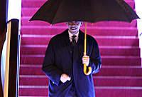 Name: obama4.jpg Views: 164 Size: 40.1 KB Description: US President Barack Obama arrives in Shanghai on Nov. 15, 2009 to begin his first state visit to China.
