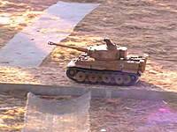 Name: IMG_0399[1].jpg Views: 401 Size: 75.2 KB Description: FPV 1/16th Tiger I w/DBCRC2 and airsoft cannon