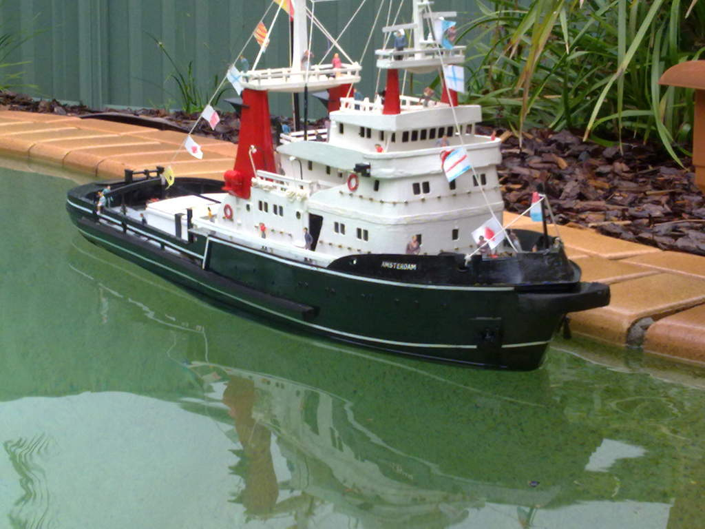 Name: Picture 010.jpg Views: 156 Size: 88.3 KB Description: this my tug boat in the pool to day it wet well
