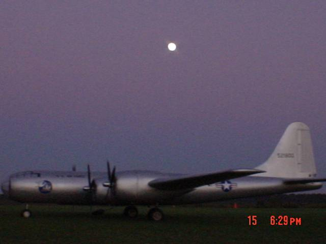 Name: 4 004.jpg Views: 583 Size: 19.4 KB Description: Here she is, the huge B-29!