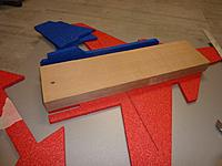 Name: P1290278.jpg Views: 74 Size: 296.5 KB Description: Wood block to hold flat and assuring a square gluing