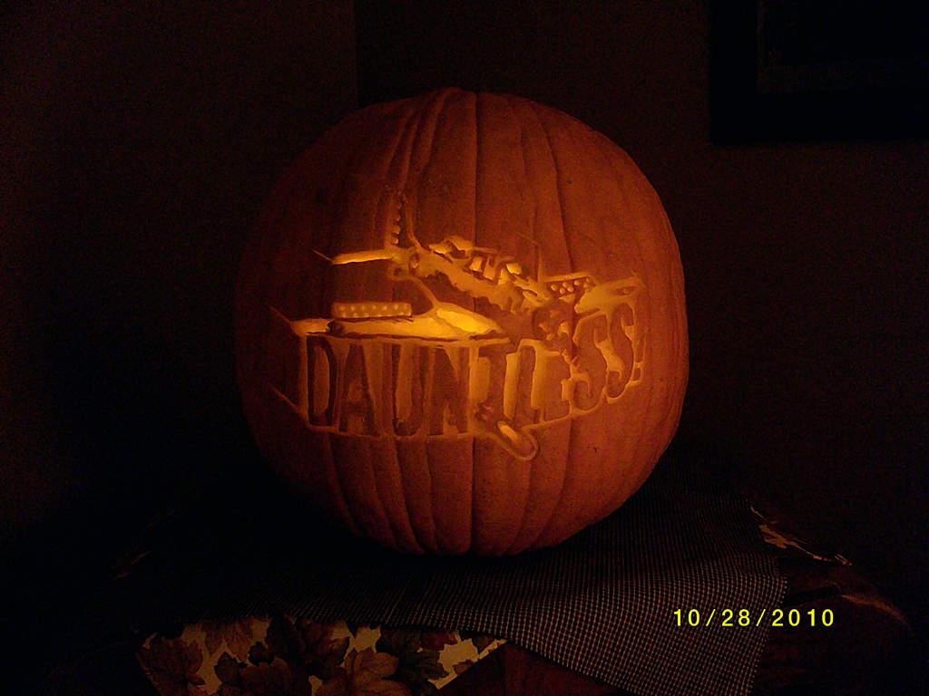 Name: Dauntless1.jpg Views: 236 Size: 74.0 KB Description: Third Place Pumpkin!