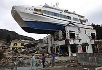Name: boat-on-house_1854278i.jpg Views: 131 Size: 63.1 KB Description: