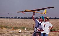 Name: Chris B and Randy and Peregrine-web.jpg Views: 114 Size: 158.5 KB Description: Chris launching the Airtronics Peregrine with help from Randy Bush who was a good pilot and lots of fun to fly with.