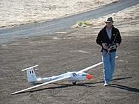 Name: Phillipe Stampf 2.jpg Views: 220 Size: 124.4 KB Description: Phillipe gets his 6-meter Ventus ready to aerotow.