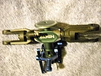 Name: trex 600 head w grips.jpg