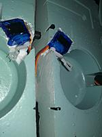 Name: WP_001551.jpg Views: 83 Size: 73.0 KB Description: 1/3 servo arms provide the pivot point for the door and rod