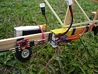Name: sDSC01220.jpg Views: 279 Size: 140.6 KB Description: ESC, battery and receiver mounted on the stick
