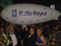 Name: DSC02545.jpg Views: 146 Size: 59.4 KB Description: Towards the end of the event the director of Rolls-Royce Brasil called me for a picture with the Blimp... Then everyone wanted a picture too...