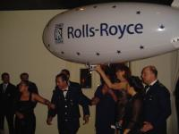 Name: DSC02550.jpg Views: 118 Size: 44.1 KB Description: People where fighting in order to take a picture with the Blimp...